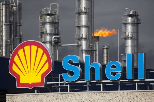 Milieudefensie eist van Shell dat de multinational stopt met het aanrichten van wereldwijde klimaatschade.