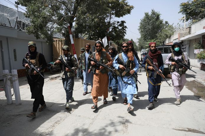 Taliban patrouilleren in Kaboel.
