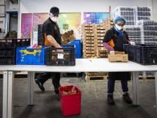 PEAK-IT doneert kerstpakketten aan voedselbank