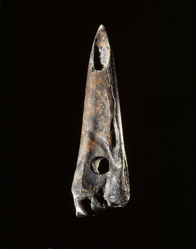Een prehistorisch gereedschap van tussen de 9000 en 6000 voor Christus. Beeld Rijksmuseum van Oudheden