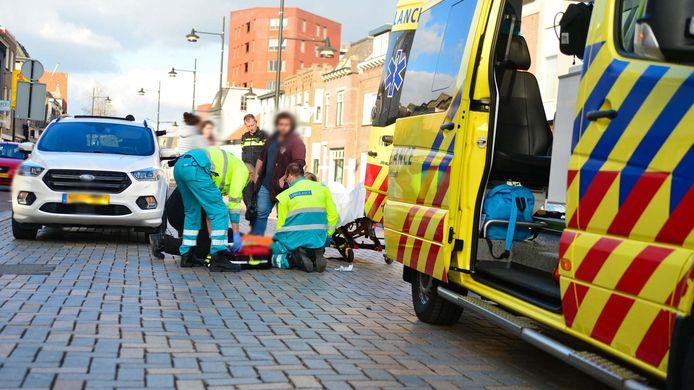Op de Marktstraat in Helmond is een fietsster aangereden door een automobilist.