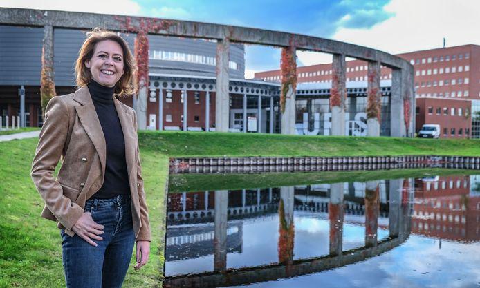 Emmily Talpe, een jaar na te zijn verkozen tot burgemeester van de stad Ieper.