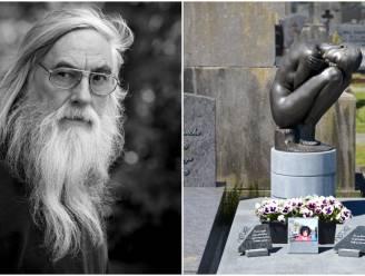 """Dieven stelen bronzen beeld van 150 kilogram dat Irénée (71) maakte voor z'n overleden vrouw: """"Wie steelt er nu op een kerkhof?"""""""