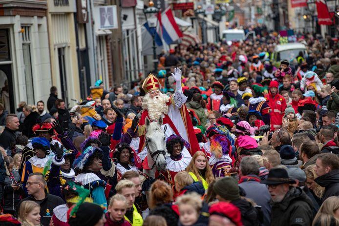 De intocht van Sinterklaas in Kampen vorig jaar. Dit jaar zal er, vanwege het coronavirus, geen intocht zijn.