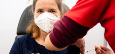 Stormloop op vaccinaties: 'Medewerkers krijgen te horen: bel in februari nog maar eens'