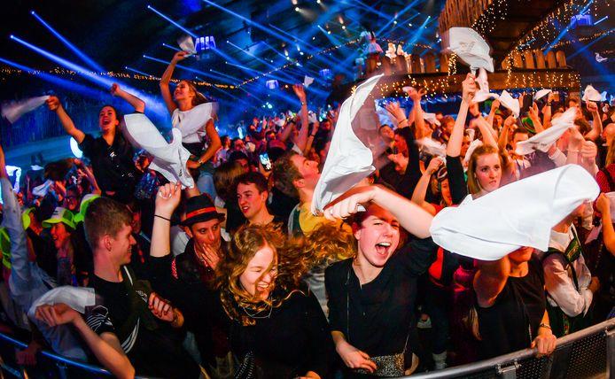 Met 20.000 man opeengepropt feesten - mits het voorleggen van een Covid safe ticket: het mag zaterdag weer.