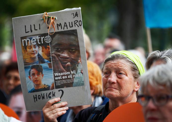 Leden van kinderrechtenorganisatie Defence for Children voerden afgelopen week in Den Haag actie tegen de uitzetting van Howick en Lili.