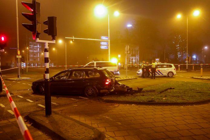 De auto van de Utrechtse man kwam tot stilstand tegen een boom.