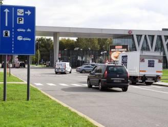 Agent in burger kan diefstal verhinderen op snelwegparking
