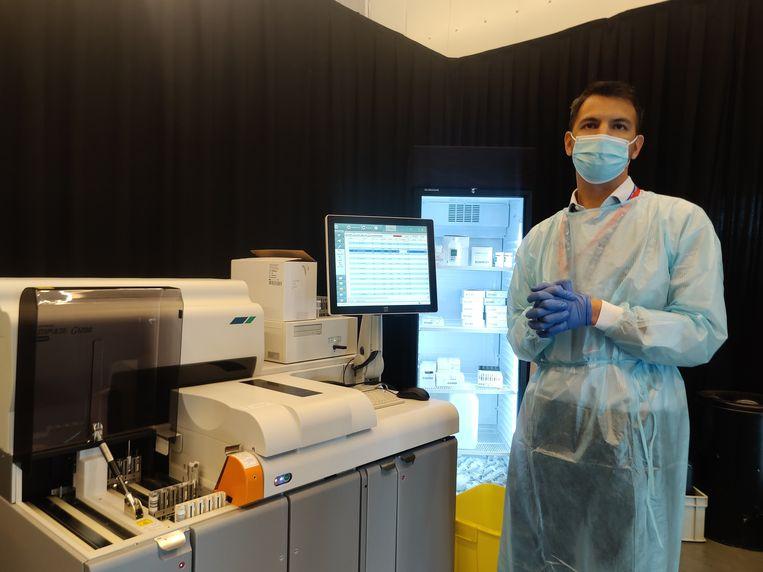 De snelle antigeentest werd uitgevoerd in een speciaal labo aan de Heizel. (03/07/2021) Beeld BELGA
