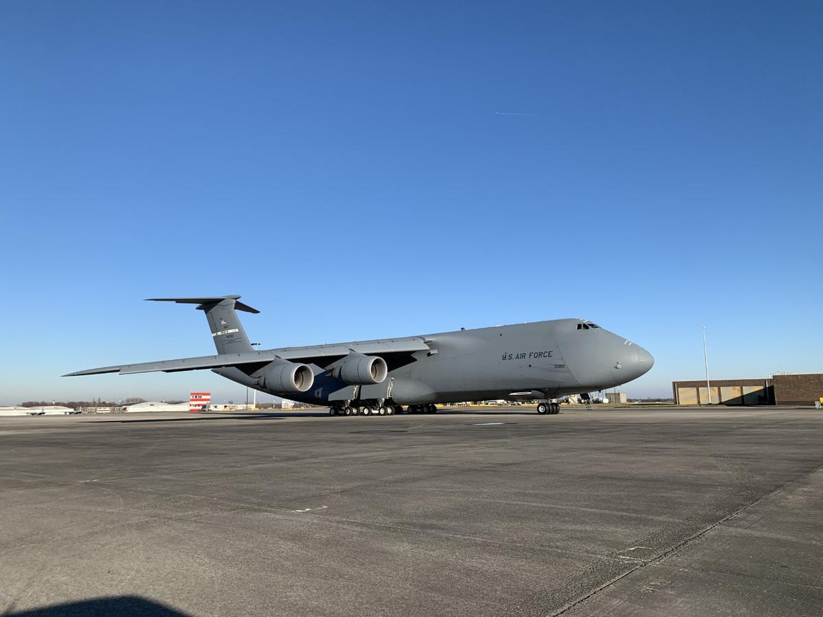 De C-5M Super Galaxy van het Amerikaanse leger hield onverwacht halt in Zaventem.