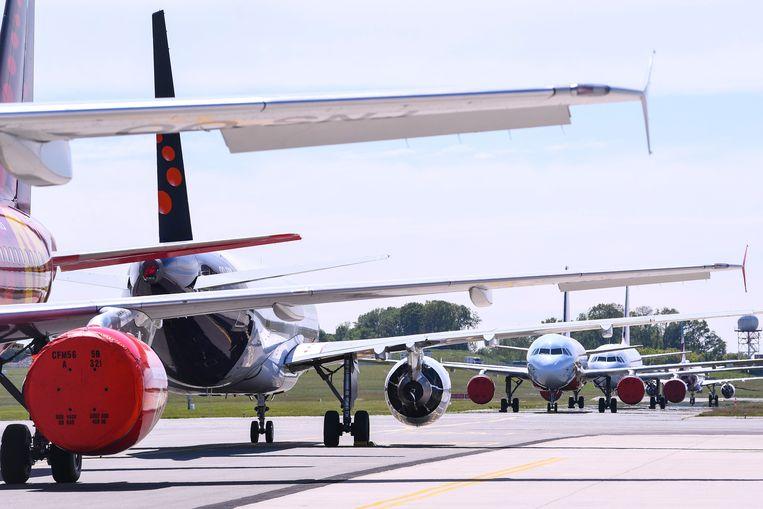 Vliegtuigen van Brussels Airlines staan stil op de tarmac in Zaventem. Beeld Photo News