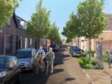 Wethouder Cees Lok op zijn eerste fiets door Roosendaal Natuurstad
