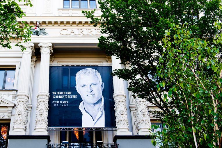 In Koninklijk Theater Carré in Amsterdam kon gisteren afscheid worden genomen van misdaadverslaggever Peter R. de Vries. Duizenden deden dat. Beeld Brunopress/Patrick van Emst