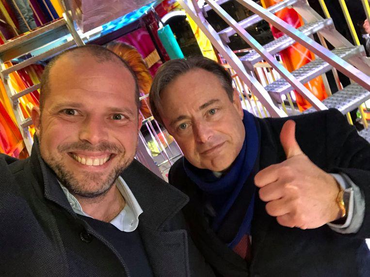 'Toen ik maandag op Twitter liet weten dat ik ermee stop, stuurde Theo Francken mij een selfie van hemzelf en Bart De Wever met hun duimen in de lucht, als om mijn vertrek aan te moedigen.' Beeld rv
