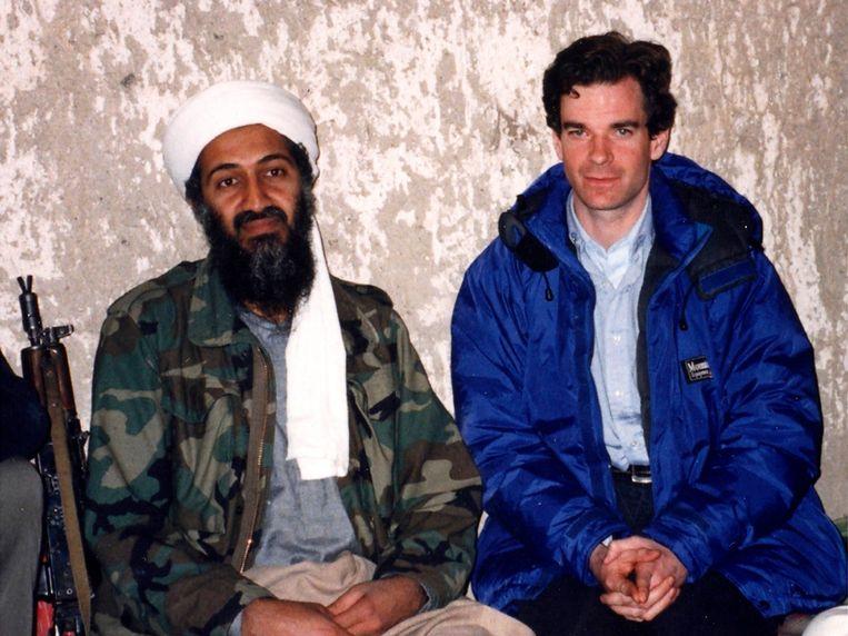 'Toen Bin Laden in 1997 de VS de oorlog verklaarde in mijn interview met hem op CNN, was er geen commotie. Iedereen was het meteen vergeten.' (Foto: Peter Bergen bij Osama bin Laden.) Beeld NGC