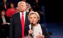 Hillary Clinton tijdens het tv-debat met Donald Trump op 9 oktober 2016 in St Louis. Trump beledigt haar in zijn tweets constant met de aanspreektitel 'CrookedHillary'.