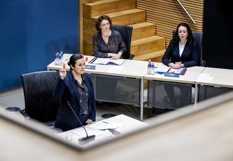 Eva Gonzalez Perez, advocaat bij advocatencollectief Trias, tijdens de hoorzitting van de tijdelijke commissie die onderzoek doet naar problemen rond de fraudeaanpak bij de kinderopvangtoeslag.  Beeld ANP
