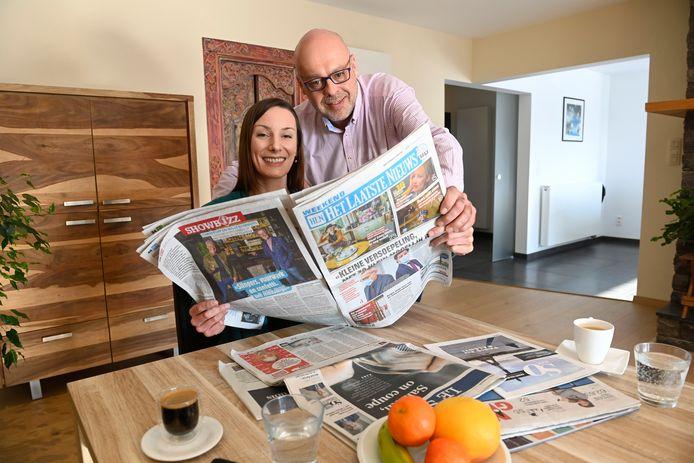 Frédéric en Céline lezen Het Laatste Nieuws en Le Soir. Zo houden ze voeling met wat er leeft aan beide kanten van de taalgrens