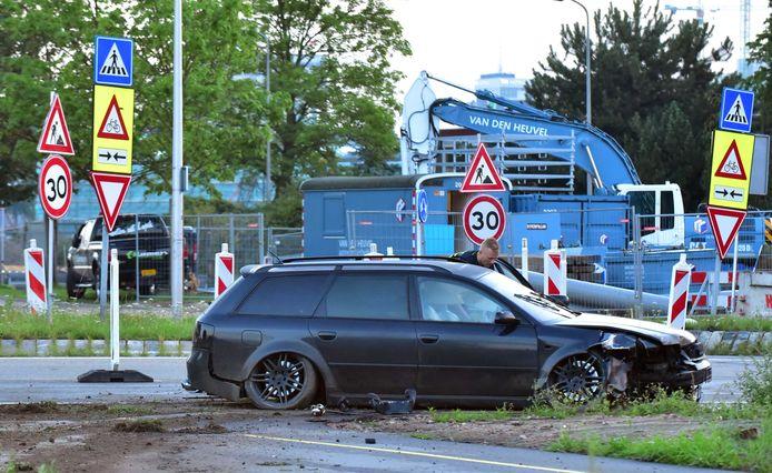 Een gecrashte Audi in Kanaleneiland. De auto is gebruikt bij een plofkraak in het Duitse Wesel. De achtervolging die hierop volgde eindigde op 25 juli 2017 met een crash in Utrecht.