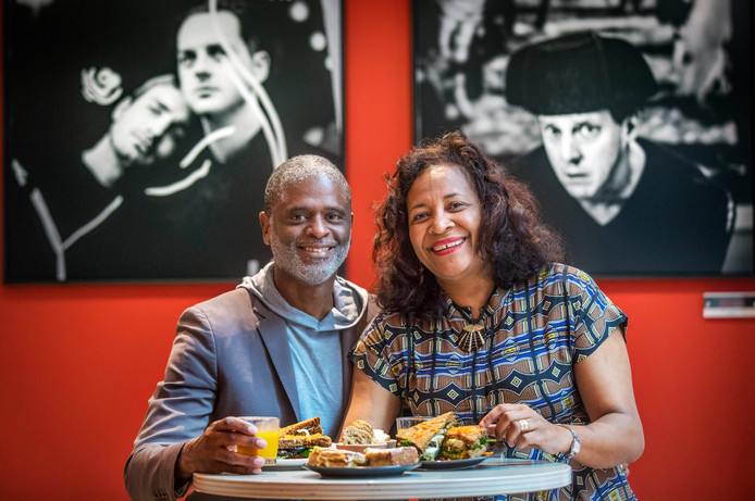 Aan Tafel.Directeur Diligentia Lucien Kembel met zijn vrouw aan het lunchen in het Theater Diligentia.(Den haag 04-10-19) Foto:Frank Jansen