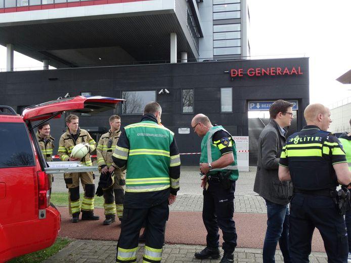 De brandweer en de politie onderzoeken het drugslaboratorium in het gebouw De Generaal in Veenendaal.