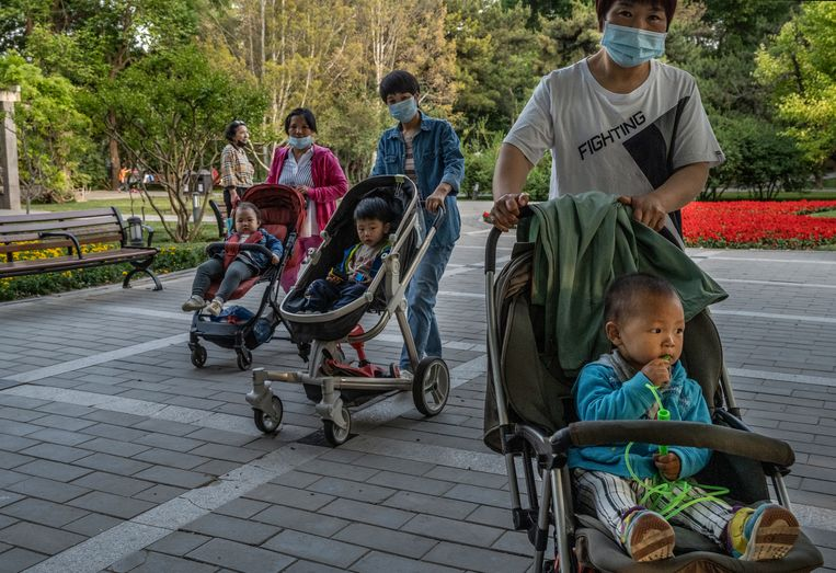 Sinds 2015 stapte China al compleet af van de eenkindpolitiek. Maar twee kinderen per echtpaar bleek nog niet genoeg om de dalende geboortecijfers te stoppen. Beeld Getty Images