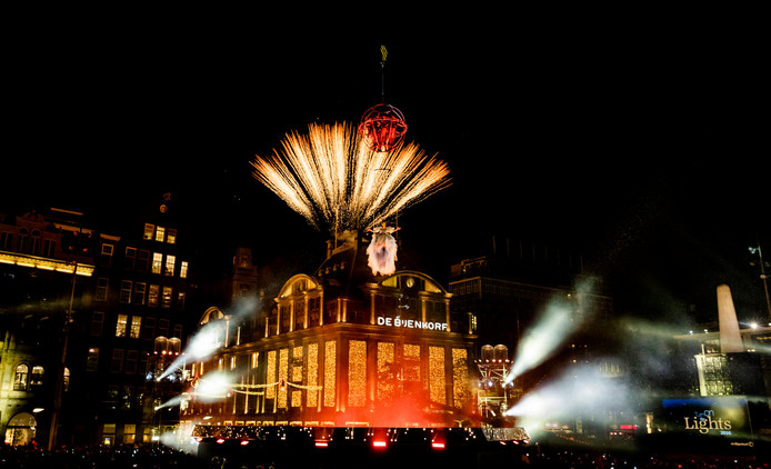 De Turn on the Lights lichtshow op de Dam in 2016.
