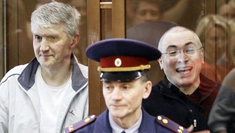 Mikhail Chodorkovski (R) en Platon Lebedev (L) Beeld REUTERS