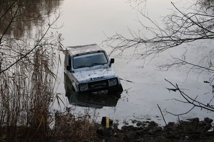 De feiten kwamen aan het licht nadat de politie zondagochtend een jeep aantrof in het water.