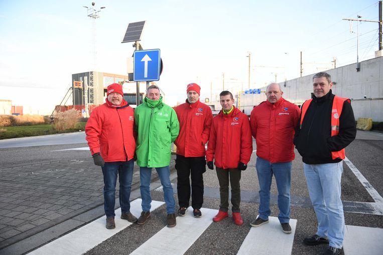 Ook bij AB InBev doken de vakbonden op aan de bedrijfspoorten.