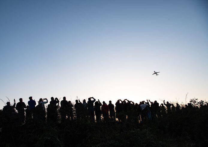 De laatste vlucht vanaf Tegel wordt met het nodige egard uitgezwaaid.