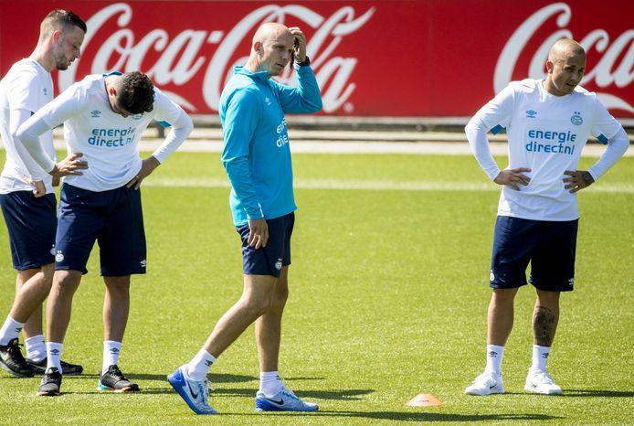 Reinier Robbemond aan het werk als assistent-trainer van PSV.