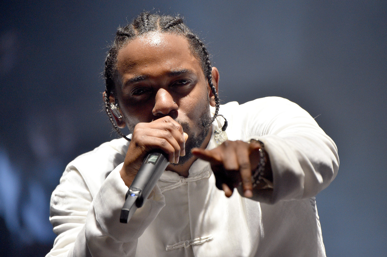 INDIO, CA - APRIL 16:  Kendrick Lamar performs on the Coachella Stage during day 3 of the Coachella Valley Music And Arts Festival (Weekend 1) at the Empire Polo Club on April 16, 2017 in Indio, California.  (Photo by Kevin Mazur/Getty Images for Coachella) Beeld Getty Images for Coachella