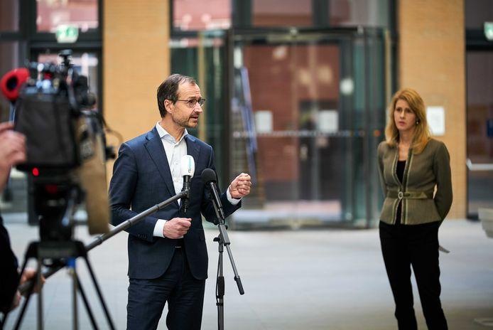 Minister Eric Wiebes en staatssecretaris Mona Keijzer van Economische Zaken en Klimaat.