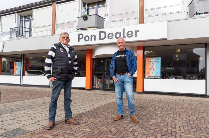 Guus (l) en Hans Blom, zoon en kleinzoon van de oprichter van de Centrum Garage, Henk Blom. Sinds 2003 is Pon de eigenaar van het bedrijf.