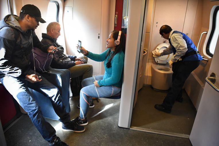 Geen Toilet In Sprinter.Te Krap Te Nat Te Stinkend De Wc En De Spoorwegen Het
