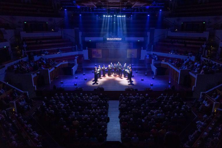Cappella Romana op het slotconcert van Festival Oude Muziek in de Grote Zaal van TivoliVredenburg. Beeld Marieke Wijntjes