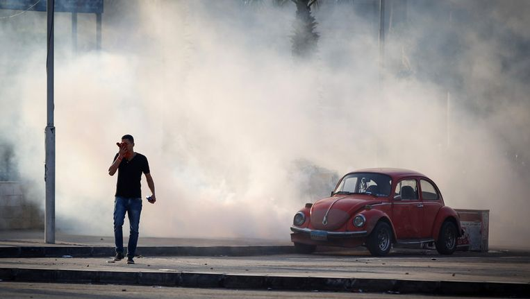 Een demonstrant vandaag in Caïro. Beeld AP