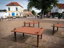 Stalen tafels van een kunstenaar met een groot oeuvre