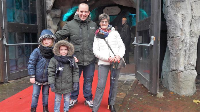 Bep van Belkom uit Tilburg met zoon Niels en de (klein)kinderen Davinia (links) en Delvino.