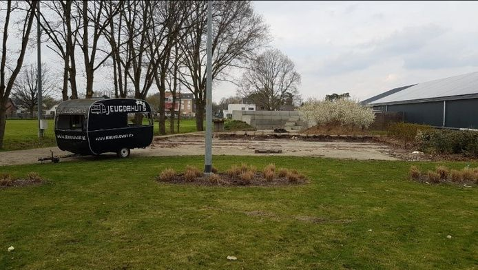 De oude gebouwen van het jeugdhuis in Elewijt werden al afgebroken. In de plaats komt een nieuw gebouw voor De Caravan en hondenclub KACEZ.