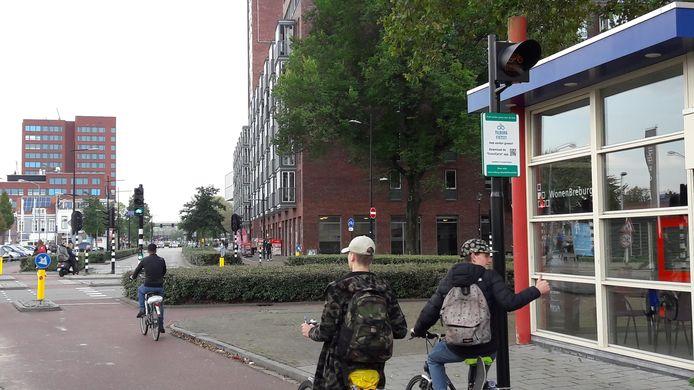 Het bord langs de Alleenhouderstraat in Tilburg, vlakbij de kruising met de Jan Heijnsstraat, maakt duidelijk dat het de fietser met de CrossCycle-app ziet aankomen.