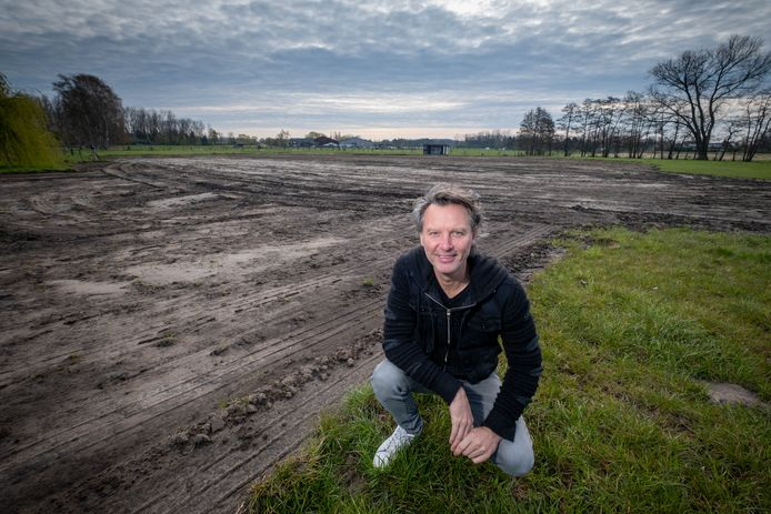 Chris Van Tongelen op de plek waar zijn wijngaard komt