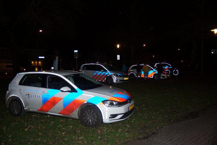 Veel politie-eenheden zoeken naar man die vrouw mishandelde in Kaatsheuvel.