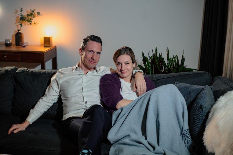 Jan De Meulemeester en Renate Hufkens moeten in het valentijnsweekend naar het reisbureau om hun huwelijksreis om te boeken. 'Er zijn romantischer dingen dan je honeymoon annuleren.' Beeld Wouter Van Vooren
