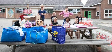 Noah (9) en Senna (6) uit Westerhaar helpen jonge slachtoffers van overstromingen in Limburg: 'Dat kwam binnen'