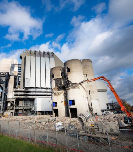Daar gaan ze, de silo's van de Electrabel-centrale