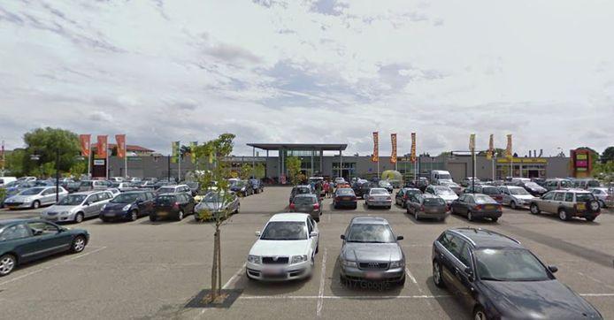 Het overdekte  winkelcentrum aan het Stationsplein in Hulst.