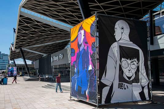 Werken van kunstenaar Thomas Rohlfs bij voorzijde van station Tilburg.